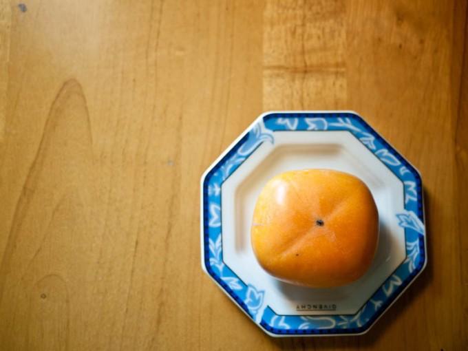 おやつに柿でも by DMC-GF2 + LUMIX G 20mm/F1.7 ASPH